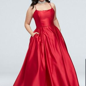 DOUBLE SKINNY STRAP PLUS SIZE GOWN WITH POCKETS